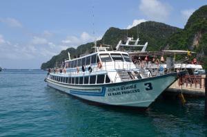 Färja till Phi Phi Islands